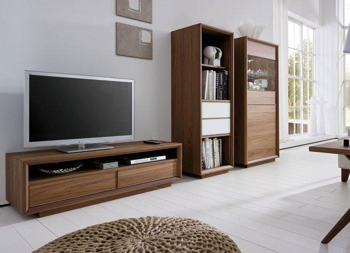 Kệ tivi thiết kế đơn giản mang đến vẻ đẹp sang trọng, hiện đại cho phòng khách của bạn.