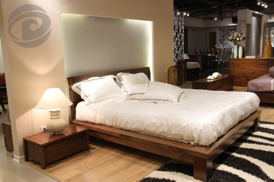 Giường ngủ bằng gỗ óc chó cao cấp