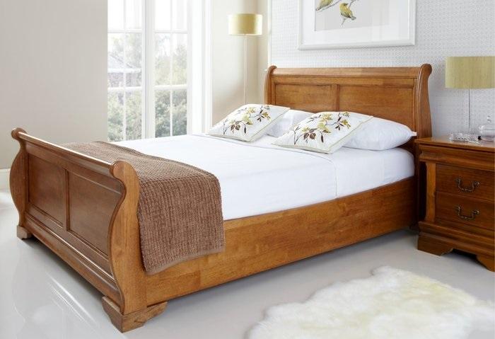 Mẫu giường ngủ gỗ sồi Nga vạt thường sát đất