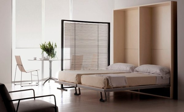 Sử dụng màu sắc của chiếc giường hài hòa với căn phòng