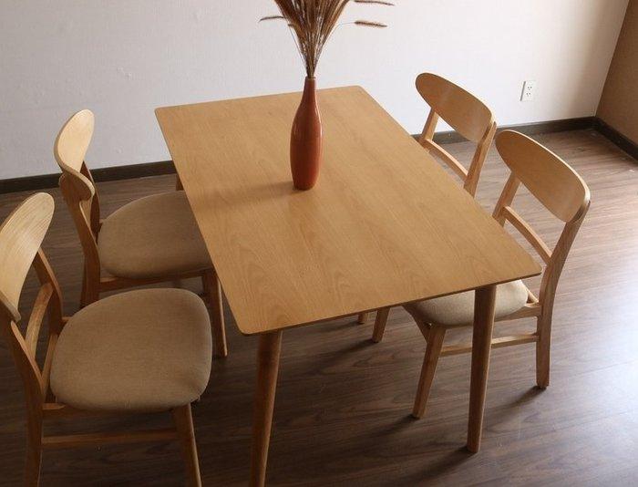 Bộ bàn ghế ăn Moontrap hợp với không gian chung cư mini