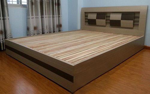 Mẫu giường ngủ gỗ ép công nghiệp phủ simily có giá từ 1, 4-1,9 triệu đồng