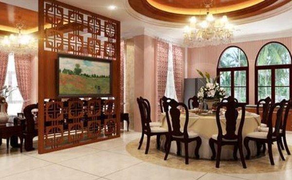 Vách ngăn Chất liệu gỗ với tone màu nâu sang trọng phù hợp với những gia đình yêu thích phong cách hoài cổ, kín đáo