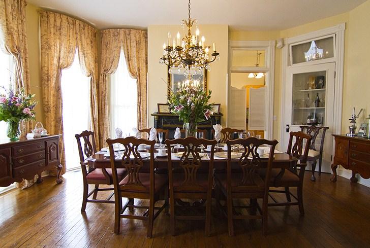 Bàn ghế gỗ cao cấp mang đến những lựa chọn tốt nhất về thẩm mỹ